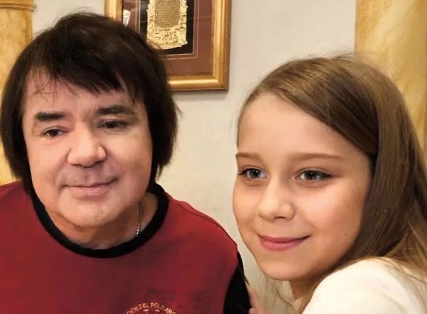 """""""Я устала молчать"""": внебрачная дочь Осина сообщила об иске в суд против оплатившего похороны Разина"""