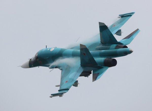 Погибшие после столкновения Су-34 летчики запутались в парашютах