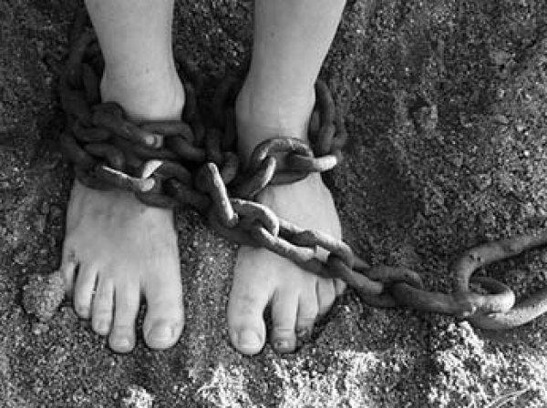 Таскал жену на тросу за машиной и насиловал пленниц: в Барнауле будут судить 22-летнего садиста