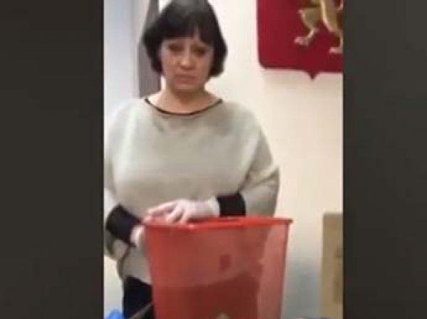 """""""Нюхайте родной мусор"""": в Красноярске активисты отправили депутатам и сенаторам посылки с мусором"""