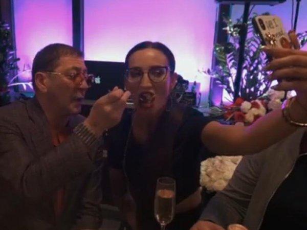 """""""Первый канал"""" вырезал выступление Бузовой после ее видео с пьяным Лепсом"""