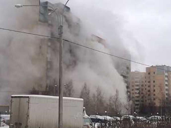 В Петербурге забил гейзер из кипятка, и выросло облако пара размером с многоэтажку