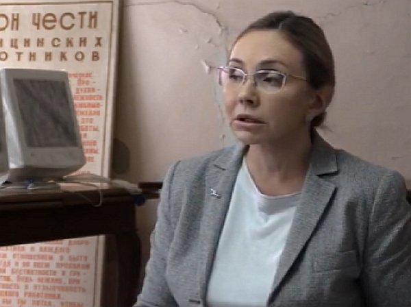 """""""Я вам не золотая рыбка"""": чиновница, посоветовавшая врачам """"помыть полы"""", возьмется за швабру"""