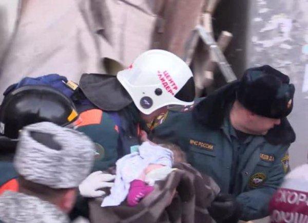 Под завалами в Магнитогорске нашли живого младенца, пролежавшего сутки на морозе в минус 30 (ВИДЕО)