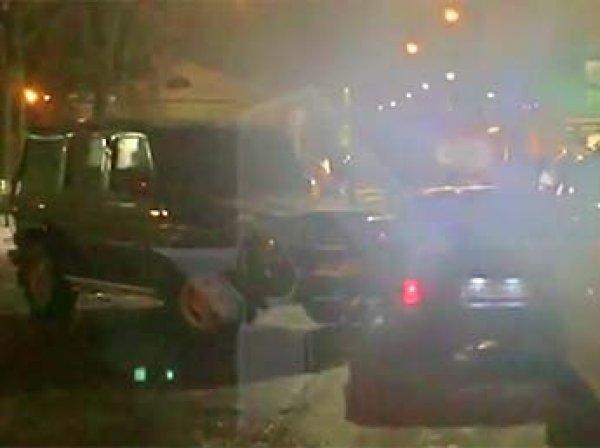 В центре Москвы мужчина расстрелял своих похитителей и протаранил их автомобиль