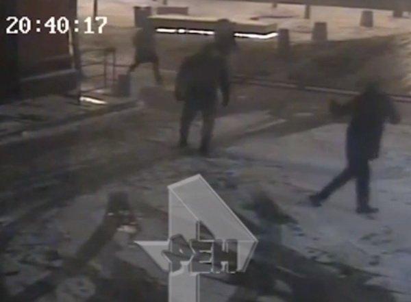 Избиение Богомолова Виторганом попало на видео: Собчак пряталась от мужа в машине с телохранителями