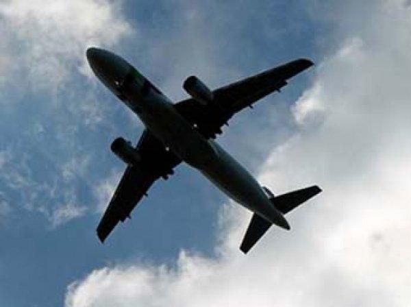 """ЧП на рейсе Сургут – Москва: пассажир захватил лайнер """"Аэрофлота"""""""