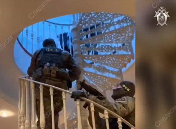 В Сети появилось видео обысков в роскошном особняке Арашуковых