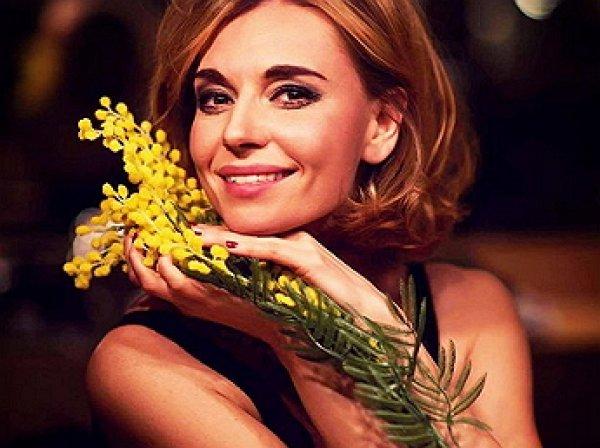 Актриса Любовь Толкалина случайно слила снимок в мехах и оголенной грудью