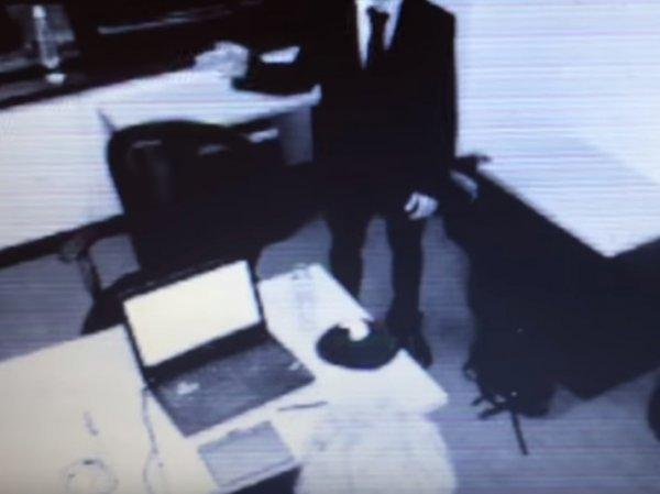 """""""Люди в черном существуют"""": загадочный незнакомец под гипнозом помешал охраннику выложить видео с НЛО в Сеть"""