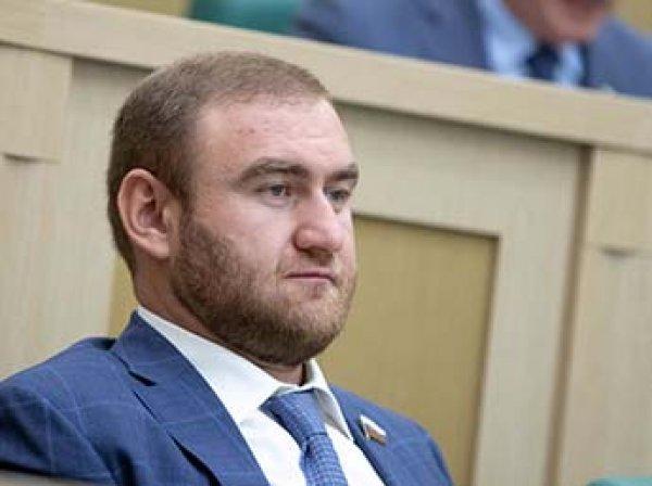 Задержанный сенатор Арашуков заявил, что не владеет русским языком