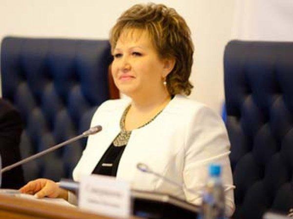 """""""После 30 лет женщине деньги не нужны"""": спикеру новгородской облдумы пришлось оправдываться о соцвыплатах матерям"""