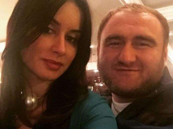 СМИ узнали о связи задержанного в СовФеде по подозрению в убийствах сенатора Арашукова с Канделаки