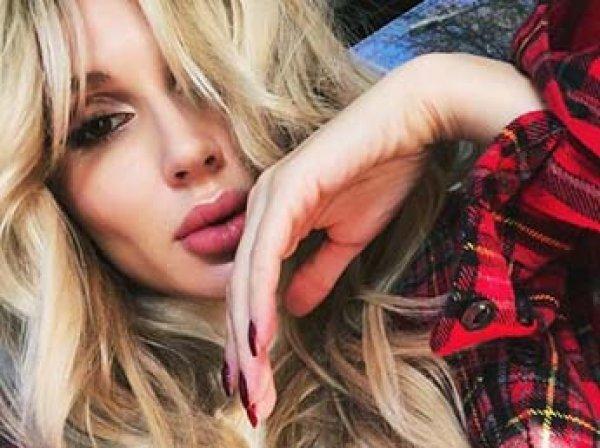 Светлана Лобода показала грудь и разбитые в кровь колени во время концерта (ФОТО)