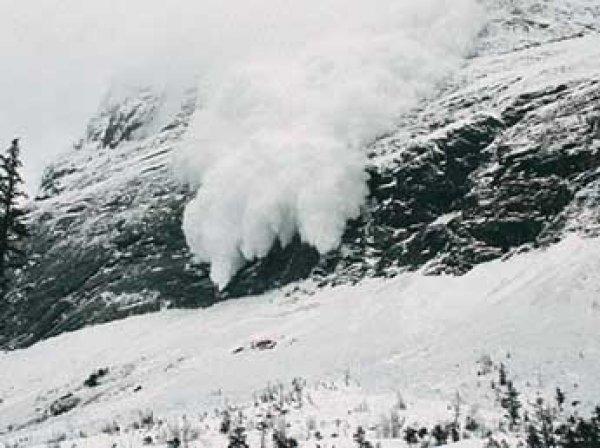 Семь лыжников попали под лавину в КЧР, погиб инструктор