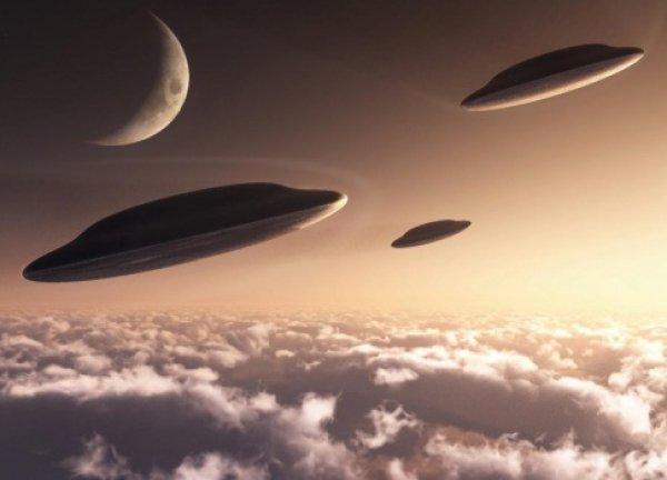 Нибиру атакует Землю: массовое нашествие НЛО вызвало панику (ВИДЕО)