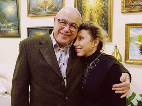 """""""Ой, спалились"""": фото страстного поцелуя Петросяна с известной юмористкой появилось в Сети"""