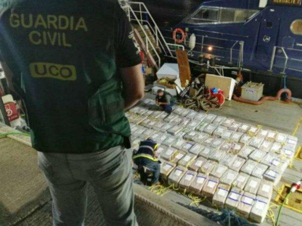 """""""Возят все, попались наши"""": задержание моряков РФ за контрабанду 9,5 тонн кокаина на ,5 млрд шокировало Сеть"""
