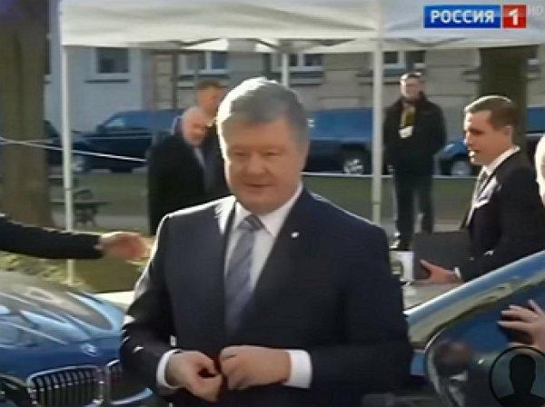 """Порошенко объяснил, почему Украина не прекратит войну, а его охранник отпихнул журналиста """"России 1"""""""