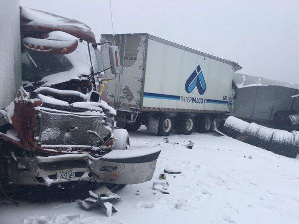 Жуткая авария с 70 машинами в Канаде попала на видео