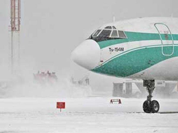 В Домодедово самолет не смог затормозить на гололеде и протаранил столб
