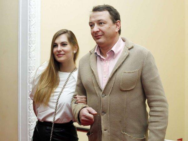 """""""Я здесь фигачу и денежки им отсылаю!"""": Башаров отреагировал на желание жены развестись с ним"""