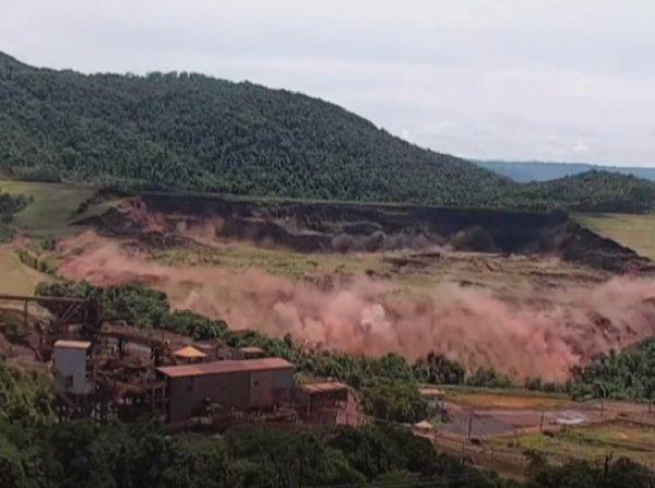 Момент катастрофичного прорыва плотины в Бразилии попал на видео: 110 погибших