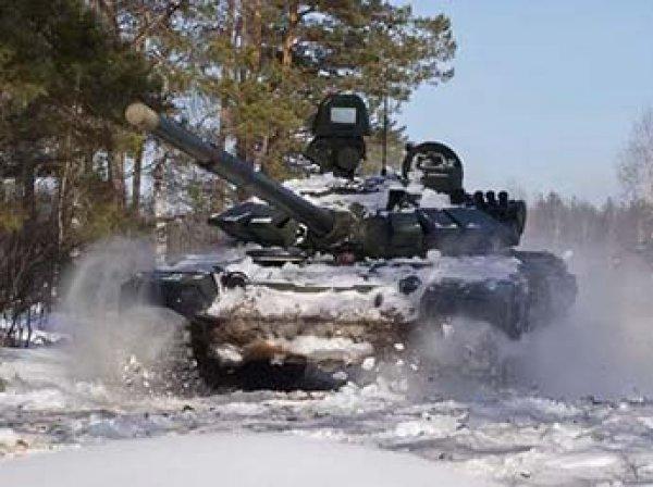 23-летнего жителя Омска раздавило между двумя танками на Алтае