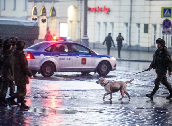 Москву атаковали телефонные террористы: взрывчатку ищут почти в 50 зданиях