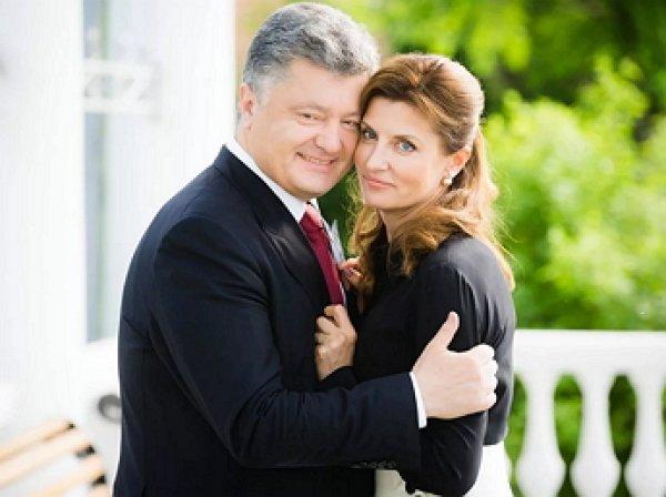 «Палач украинского народа»: прилюдно ласкавший жену Порошенко взбесил Сеть