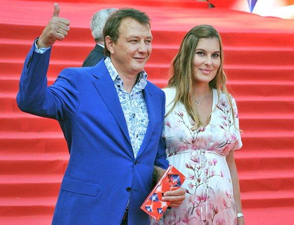 """""""Стыдно скрывать"""": жена Марата Башарова призналась в побоях мужа и объявила о разводе"""