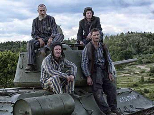 """Украинские радикалы сорвали прокат российского фильма """"Т-34"""" в США"""