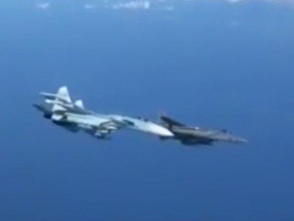 """Беги, Форрест, беги!"": на Западе оценили жесткий перехват Су-27 самолёта НАТО"
