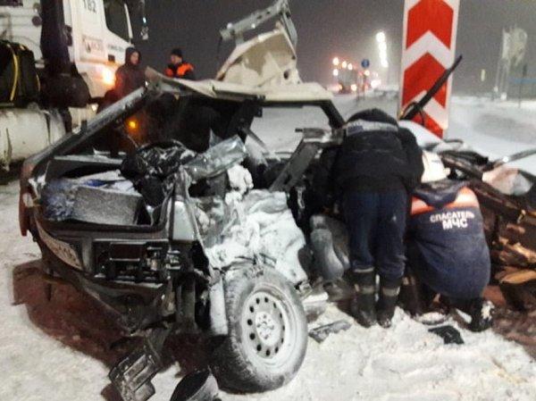 В Татарстане четыре студентки погибли в страшном ДТП под колесами КАМАЗа