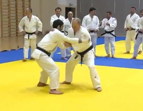 Олимпийский чемпион травмировал Путина в спарринге на татами (ВИДЕО)
