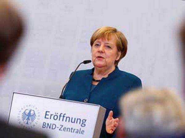 Меркель назвала фейковые новости главной угрозой национальной безопасности
