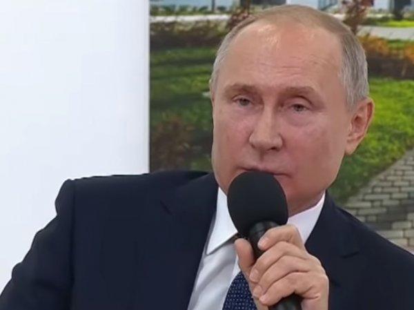 """""""Не слушает нас"""": Путин дважды сделал замечание главе Татарстана, взбудоражив соцсети (ВИДЕО)"""