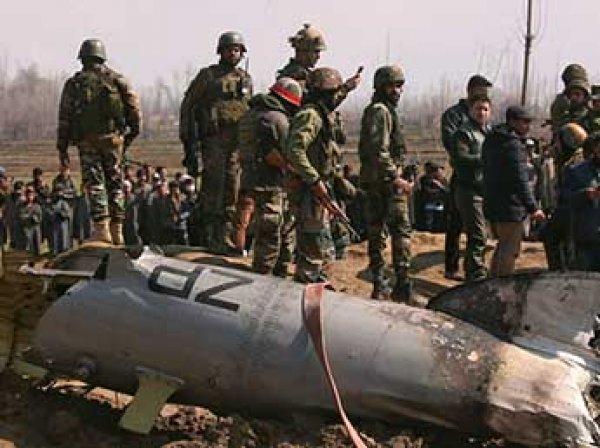ВВС Индии сбили два самолета Пакистана: в Сети появилось видео допроса пилота