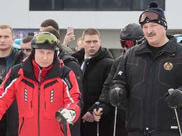 Пауза на спорт: в Сети появилось видео, как Путин и Лукашенко вместе скатились на лыжах