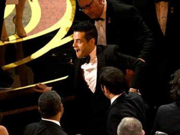 """Триумфатор """"Оскара"""" упал со сцены со статуэткой в руках"""