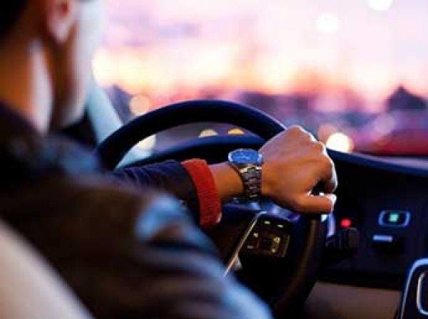 ГИБДД назвала сроки введения электронных водительских прав в России