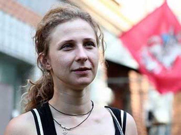 Пьяную участницу Pussy Riot Марию Алехину сняли с рейса в Испании