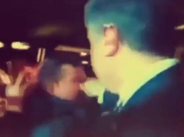 """""""Хорошо не укусил"""": Порошенко ущипнул за нос незнакомого мужчину (ВИДЕО)"""