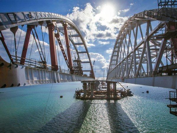 """СМИ Украины пугают """"шмоном и воровством"""" на Крымском мосту"""