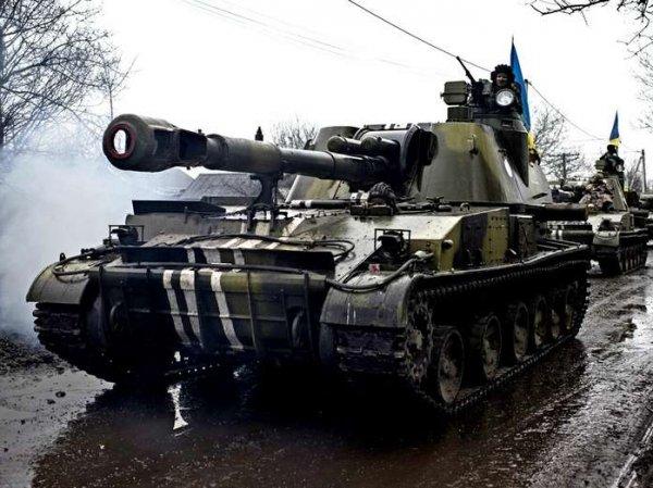 СМИ: Киев отправил в Донбасс эшелон танков