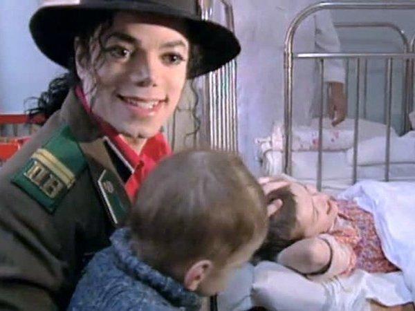 """""""Первый канал"""" отказался показывать скандальный фильм о Майкле Джексоне в эфире"""