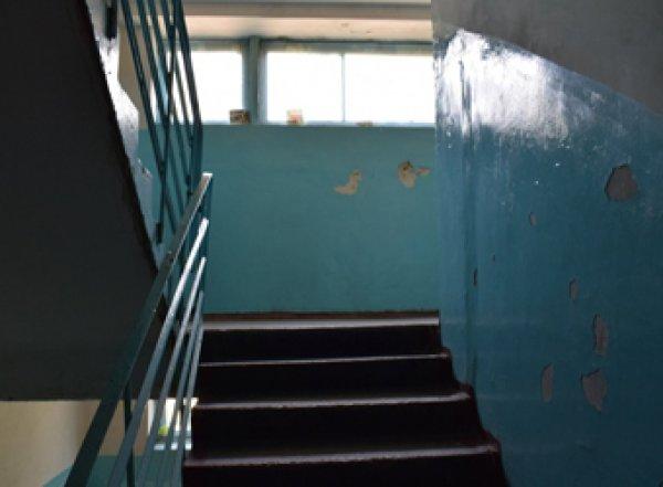 В Уфе жители многоэтажки несколько часов делали селфи с брошенным в подъезде мертвым младенцем