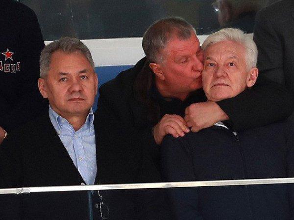 Сечин на хоккейном матче от радости поцеловал Шойгу и Тимченко (ВИДЕО)