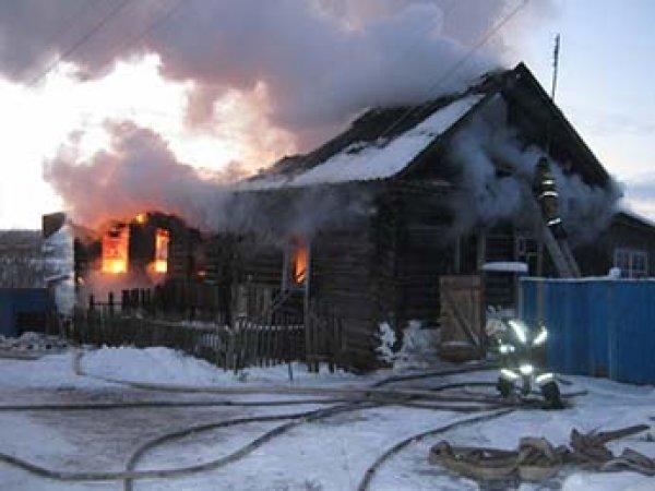 В Удмуртии пьяная мать выгнала детей к бабушке и сожгла дом