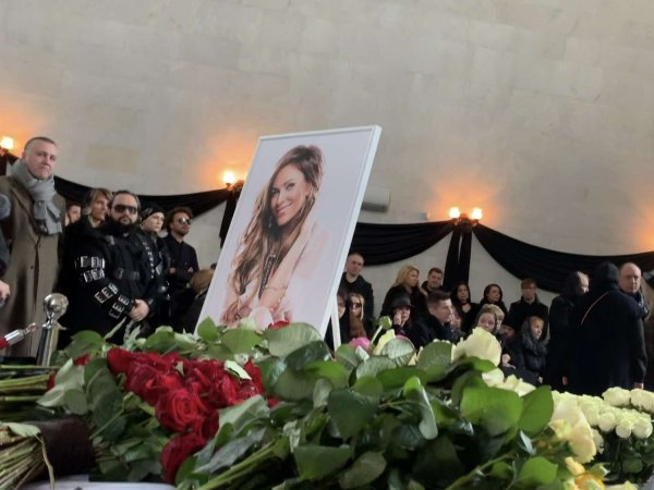 Похороны Юлии Началовой и Марлена Хуциева прошли рядом в 30 метрах на Троекуровском кладбище (ВИДЕО)